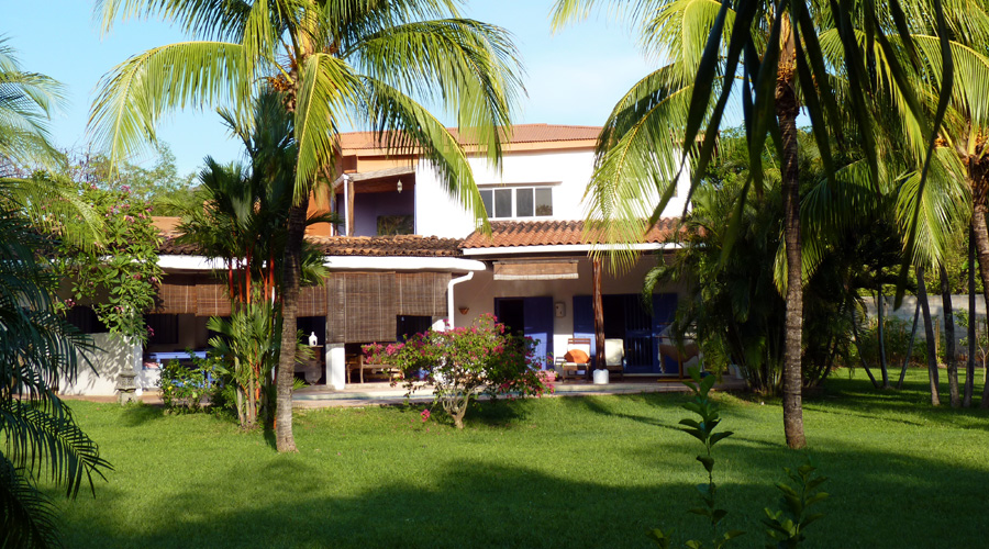 Costa rica immobilier villa bambou belle villa 3 ch for Piscine jardin tropical