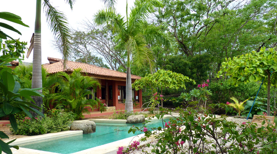 Costa rica immobilier villa serenidad 2 maisons 4 2 for Piscine jardin tropical