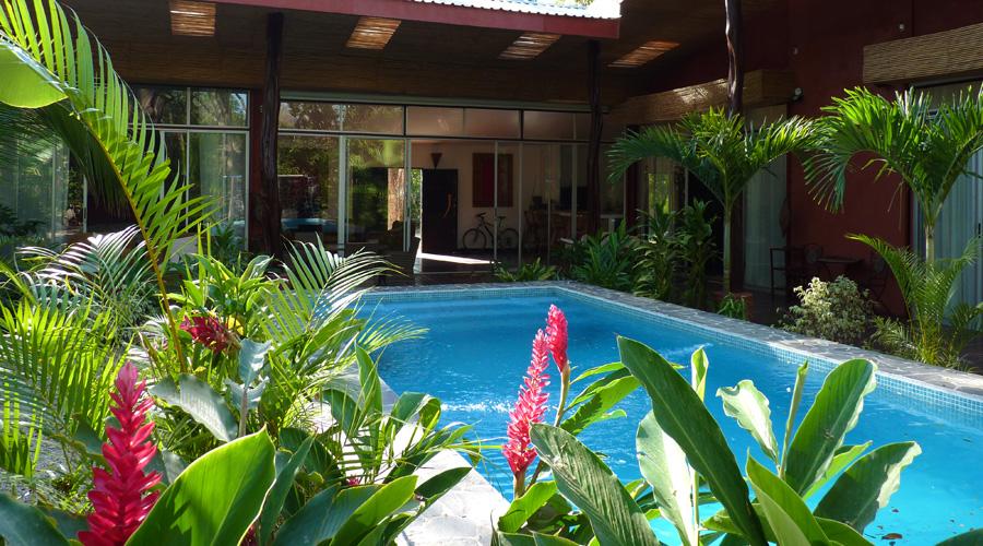 Costa rica immobilier villa ms2 charmante maison de for Maison en u avec piscine
